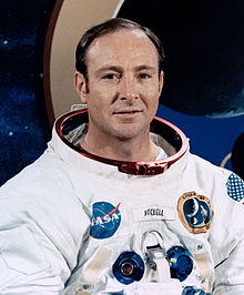 220px-Edgar_Mitchell_cropped